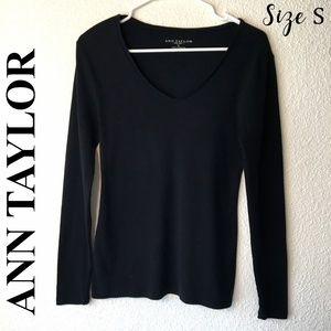 Ann Taylor Size S Black L/S V Neck Sweater
